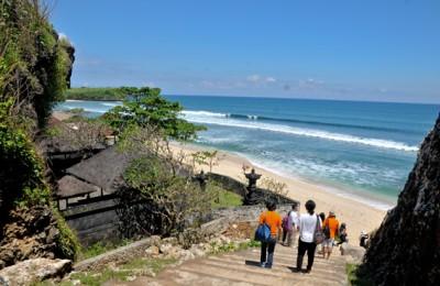 Jalan masuk Pantai Balangan Bali