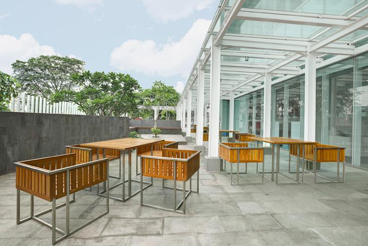 Sit Corner outdoor 2_Retouch